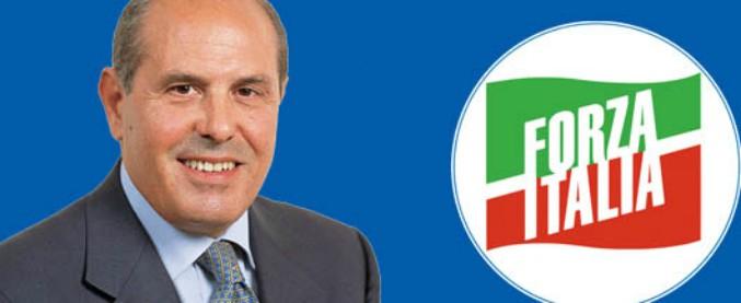 Sequestro dei beni al deputato Savona, il Gip annulla parte del provvedimento