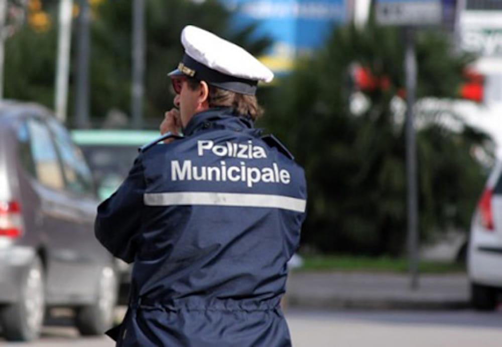 Palermo, avvertivano dei controlli i titolari dei locali: indagati cinque vigili urbani