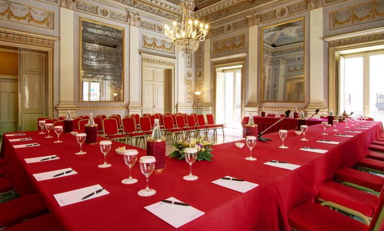 Storia: Il grande summit mafioso del 1957 al Grand Hotel delle Palme dove viveva il Barone Sciacca
