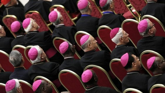 I vescovi siciliani contro i privilegi dei regionali con lo stipendio da nababbi