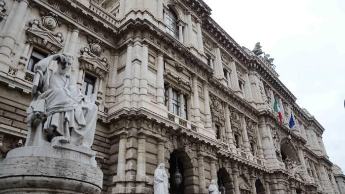 Il caso Niceta e la questione dei beni sequestrati e intestati fittiziamente:una legge che ai limiti del diritto