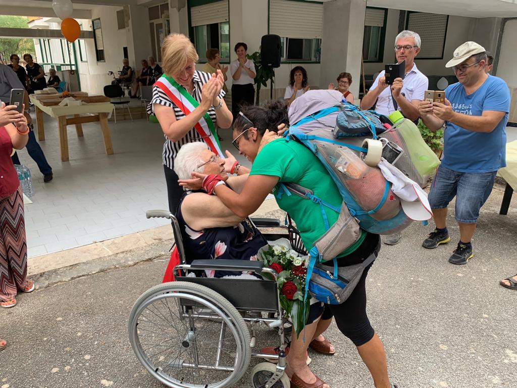 Donazione organi, cittadinanza onoraria di Montevago per Francesca: ha attraversato l'Italia a piedi per sensibilizzare i giovani