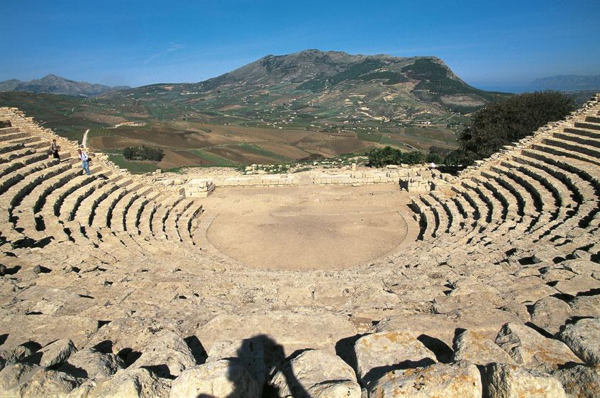 Al «Parco archeologico di Segesta» si punta sulla valorizzazione della biodiversità nel «distretto agri-culturale»