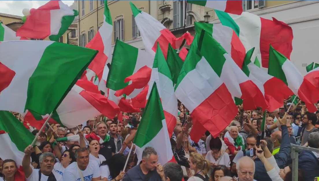 Roma :Il Ministro Lamorgese manda la Polizia a bloccare i manifestanti contro il nuovo Governo