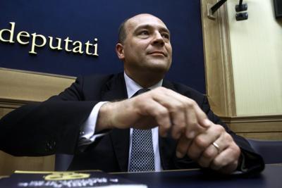 Napoli P4, assolto in appello ex deputato e magistrato del  Pdl Alfonso Papa dopo un processo durato 10 anni