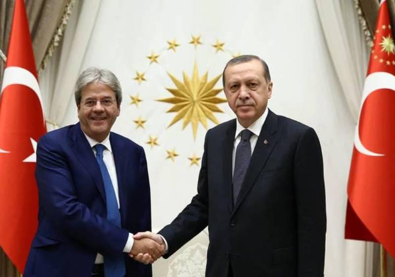 Erdogan quel dittatore che stava simpatico a Gentiloni e che  incasserà un miliardo di Euro  dall'Europa per i profughi