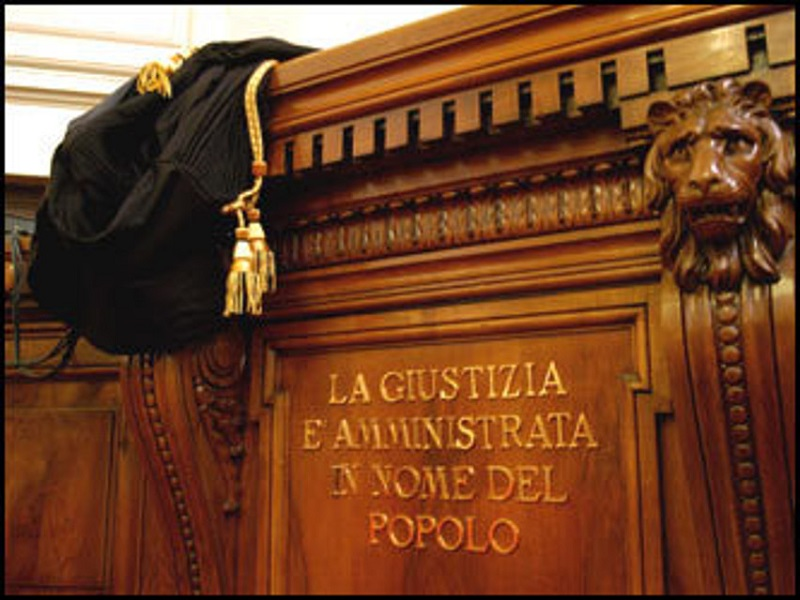 VOGLIONO LA DURATA MASSIMA PER LEGGE DEI PROCESSI E LA FACOLTA' DI RENDERLI ETERNI