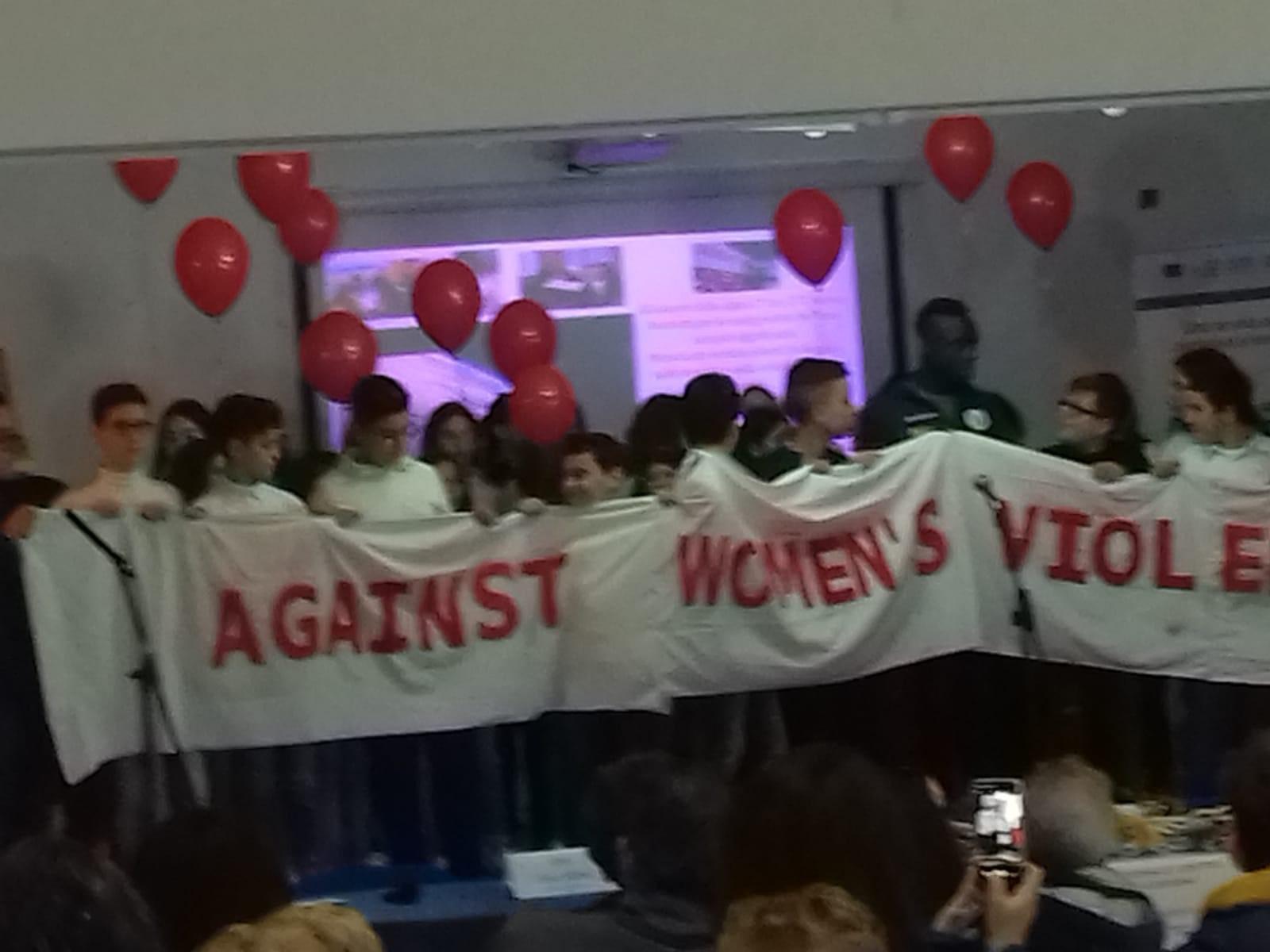 """Gli alunni dell'I.C. Capuana-Pardo dicono """"No"""" alla violenza sulle donne"""
