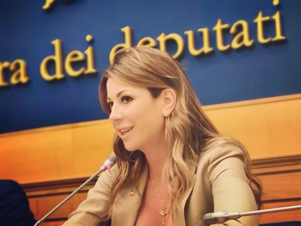 """Aerei Sicilia, Siracusano (FI): """"I siciliani non possono pagare lo scotto del caro tariffe"""""""