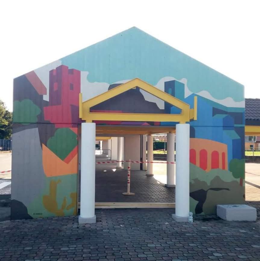 Per Natale una Storia di un'Italia che funziona: Scuola, Istituzioni e tecnologia a Ivrea hanno trasformato un Terminal dei pullman in luogo d'arte
