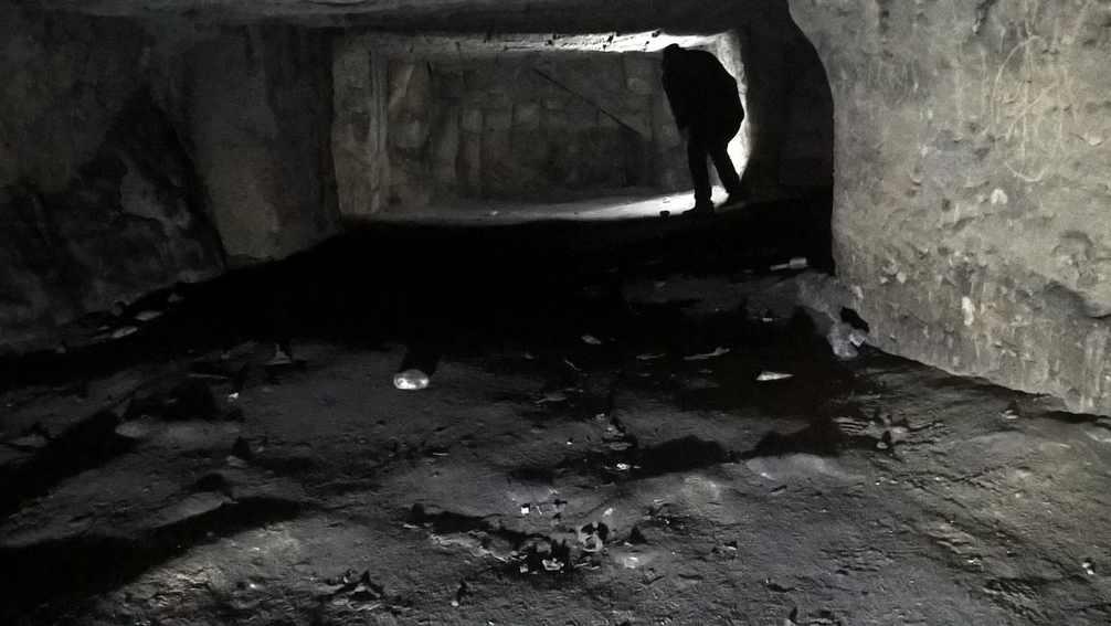 Il sito archeologico di Miragliano .. sepolcri, catacombe e la bizzarra effige… di un extra-terrestre ?