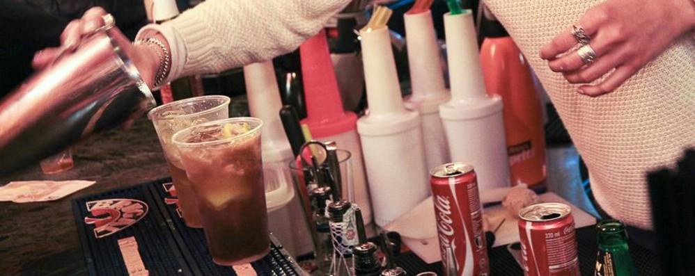Alcol e giovani, è allarme in Italia. Pochi  i controlli sul consumo dei minori