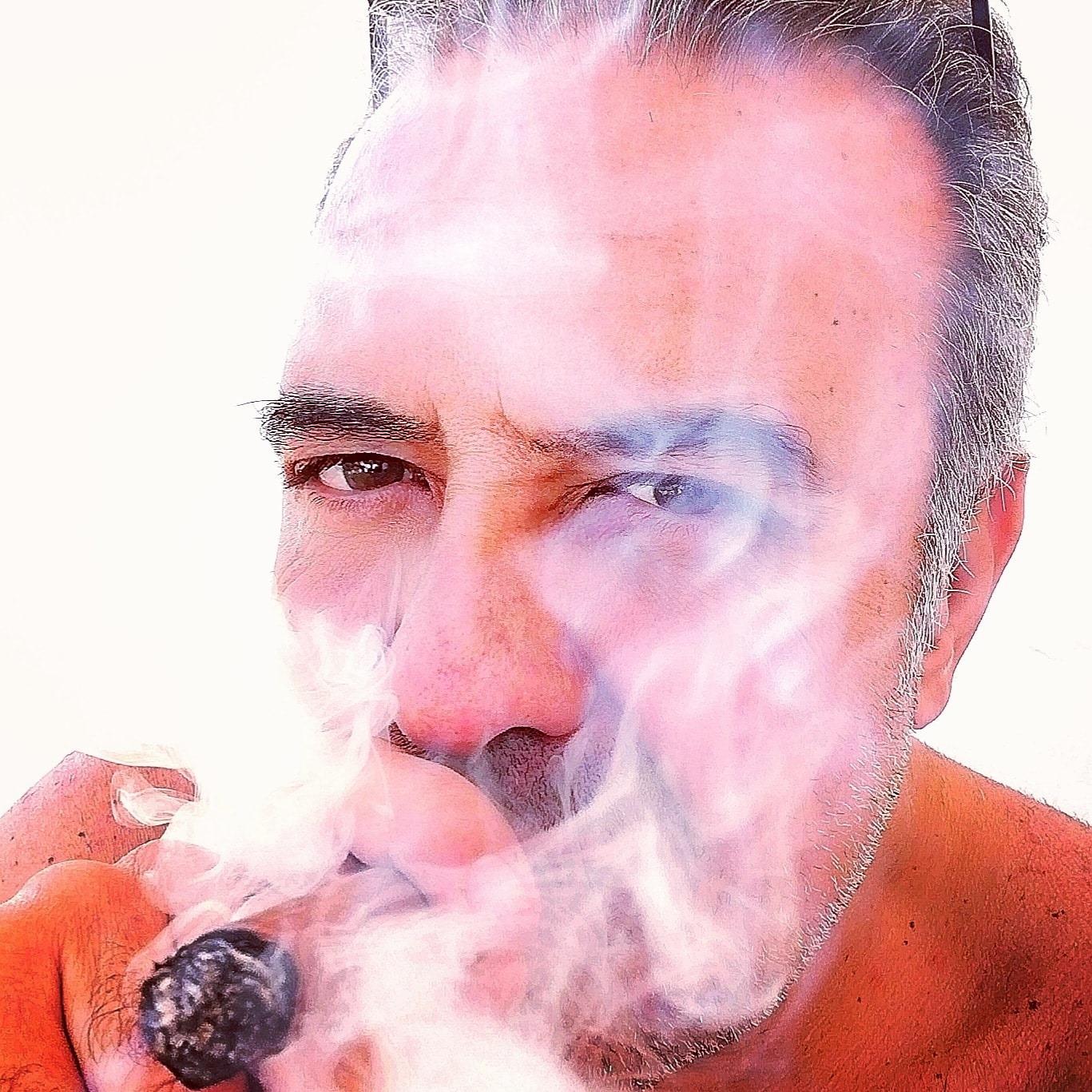 """L'attore palermitano Nicola Giosuè interpreta Santo Sottile nella serie tv """"il cacciatore"""" premiata a Cannes."""