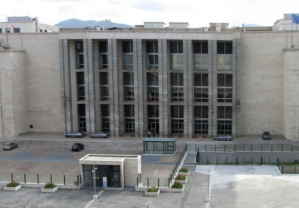 Chiude il bar del Tribunale di Palermo dopo il servizio delle Iene