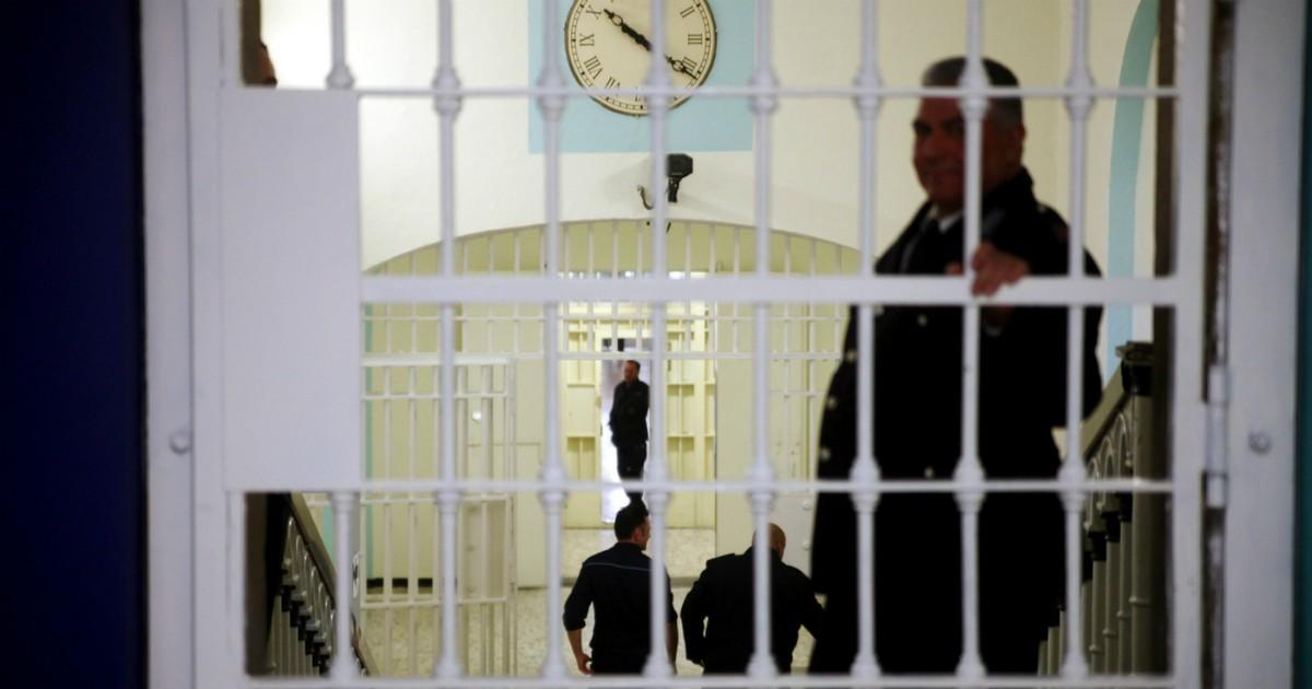Coronavirus: detenuto in attesa di processo, muore a 59 anni nel carcere di Voghera. Aveva la febbre ma il medico non lo visitava.