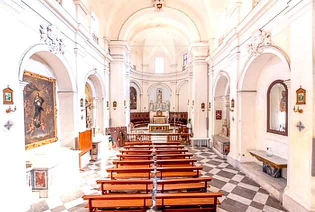 Mazara del Vallo . La discreta chiesa di San Nicolò di Bari ed i suoi misteriosi gattini..