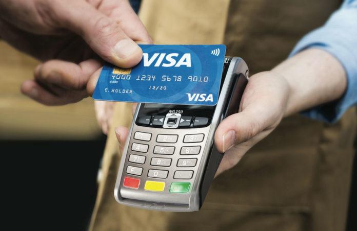 Governo, taglio dell'Iva solo per chi paga con carta di credito: costo 10 mld