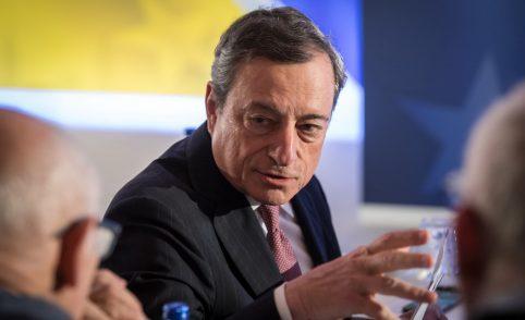 """L'allarme di Draghi: """"I giovani non paghino i nostri errori. No a investimenti improduttivi"""""""