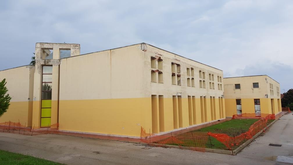 Scuola: Flc Cgil Siracusa, edifici fatiscenti, trasporti e mense più cari d'Italia