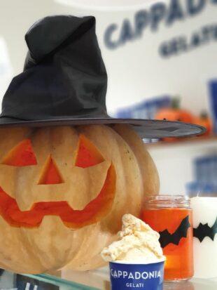 Anche in tempo di Covid Cappadonia é pronto a festeggiare Halloween con lo speciale gelato di zucca con amaretti