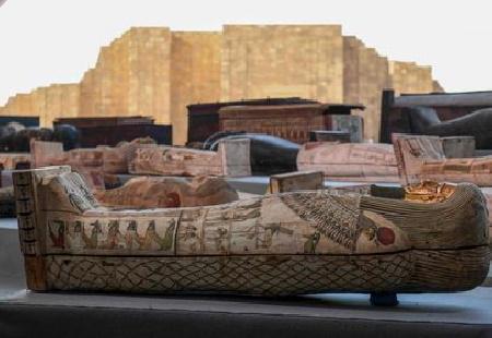 Il rinvenimento di 100 bare intatte della XXVI dinastia è l'ultimo di una serie di recenti scoperte nell'area di Saqqara – Egitto.