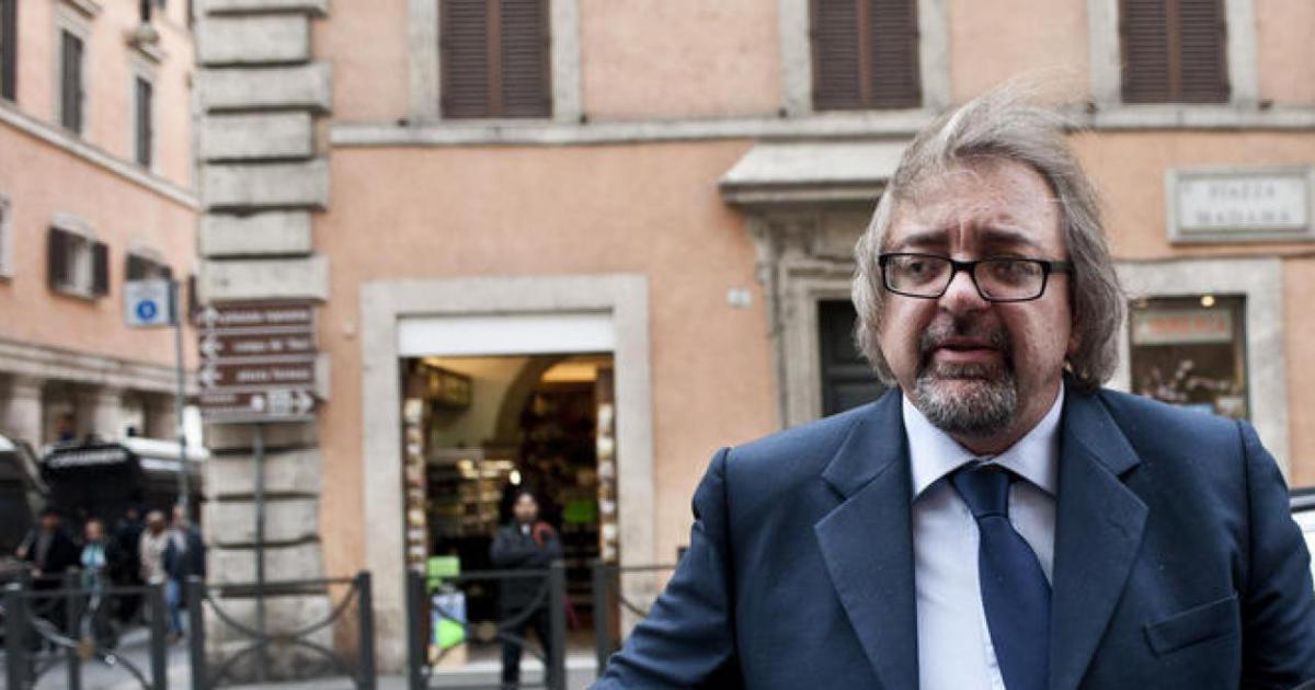 Mafia: il senatore Giarrusso chiede lo scioglimento del comune di Castellammare del Golfo