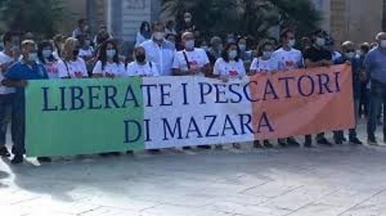 """""""LIBERARE I PESCATORI DI MAZARA IN LIBIA . NEL 1979 ANDO' COSI'. """""""