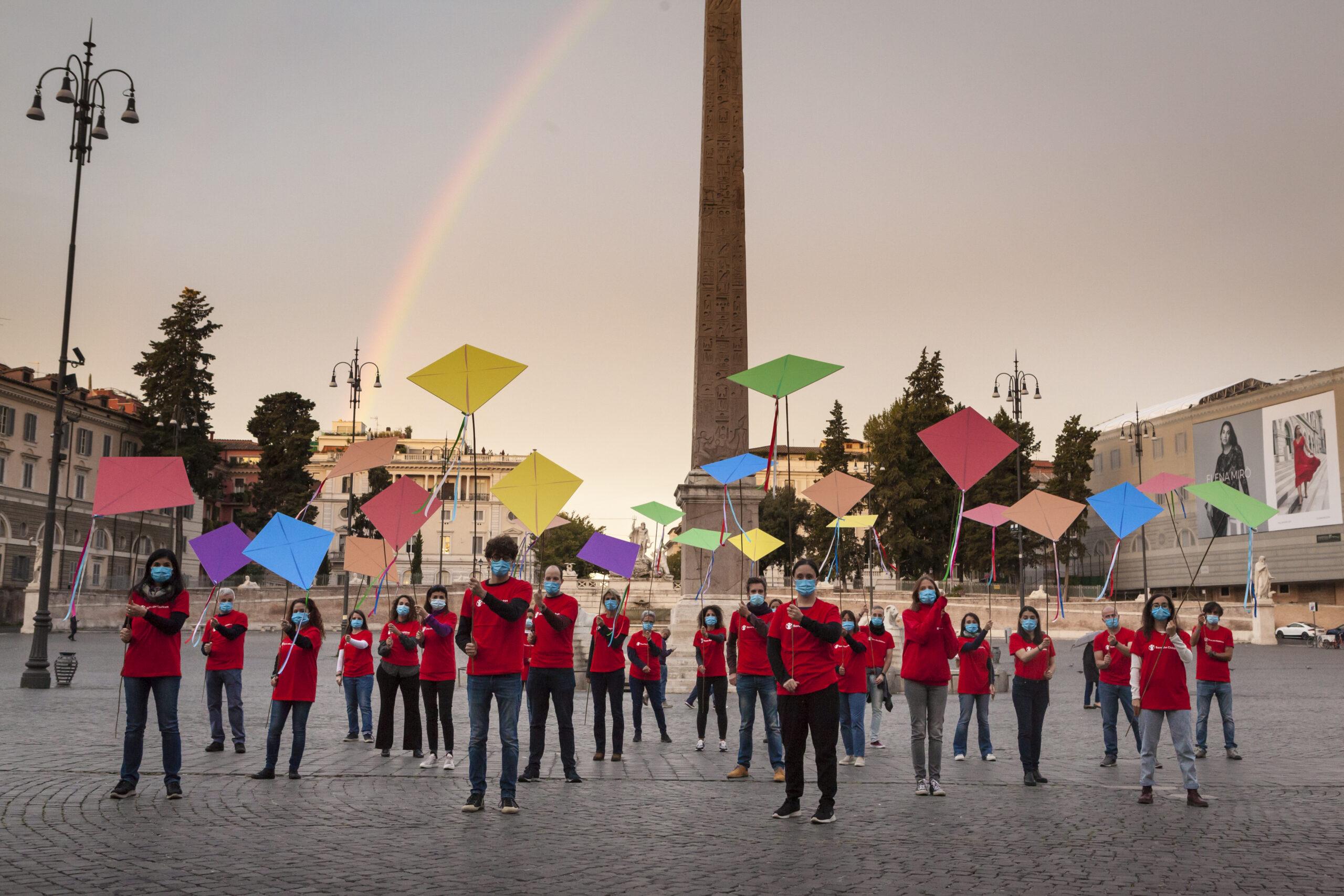 G20 Afghanistan: Save the Children, lettera aperta a Draghi con le oltre 28.000 firme della petizione per chiedere più aiuti per i bambini afghani e azione simbolica con gli aquiloni a Roma